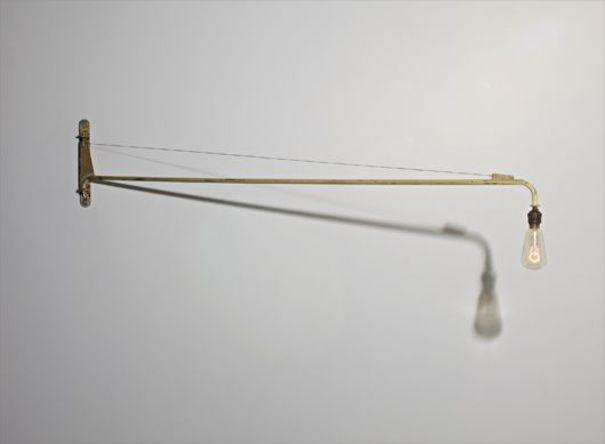Swing-jib wall light