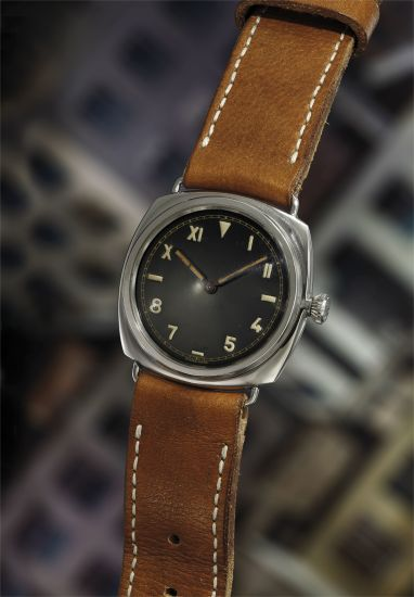 An early and very rare stainless steel cushion-shaped diver's wristwatch with glossy black California dial.