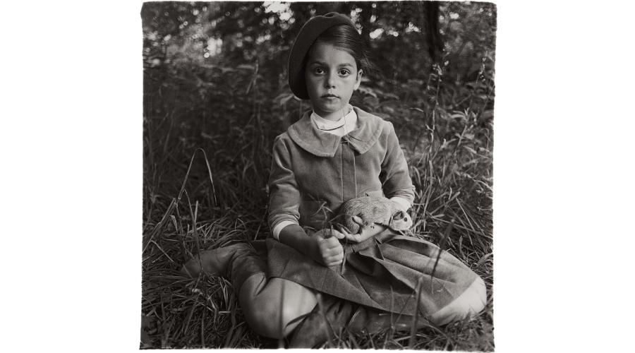 DIANE ARBUS Child in a beret, N.Y.C., 1962