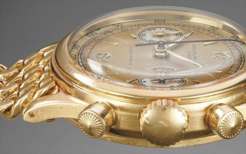 A very rare and attractive and historically important yellow gold chronograph wristwatch with two-tone dial and tachymeter scale, retailed by Beyer-Zürich