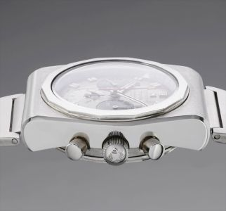 A fine and attractive stainless steel chronograph wristwatch with day, date, month, moonphases and bracelet