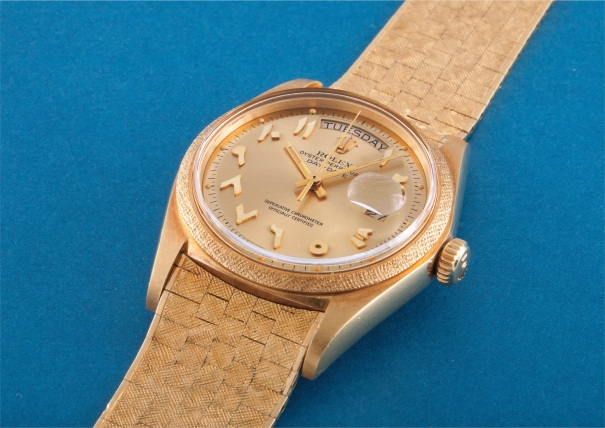 A very rare and important yellow gold calendar wristwatch with applied Arabic numerals, centre seconds, champagne dial and big logo bracelet