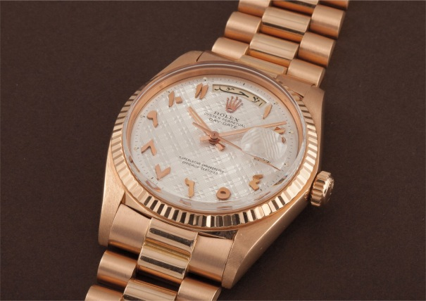 An extremely rare and important pink gold wristwatch with Arabic calendar, applied pink gold Arabic numerals, bracelet, centre seconds and unusual tapisserie dial
