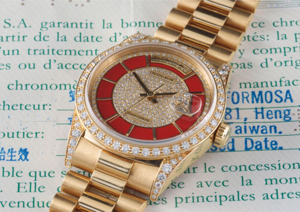 A very rare and unusual yellow gold and diamond-set calendar wristwatch with bracelet, centre seconds, pave diamond and enamel dial with original guarantee