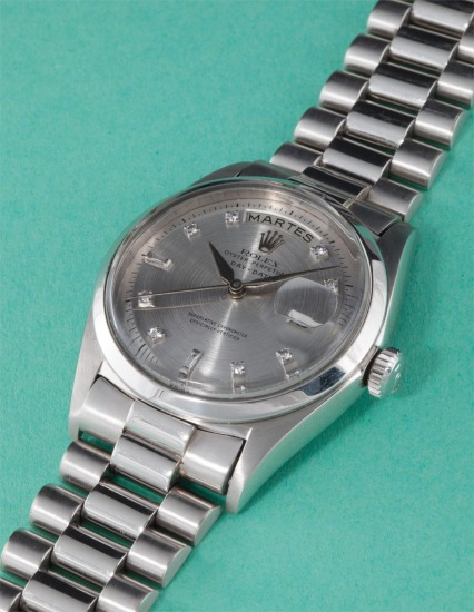 An extremely rare and historically important platinum and diamond-set calendar wristwatch with centre seconds, grey dial and big logo bracelet