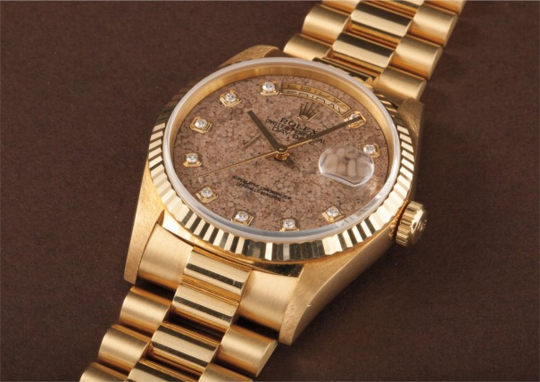 A very rare and unusual yellow gold and diamond-set calendar wristwatch with bracelet, centre seconds and fossil hard stone dial