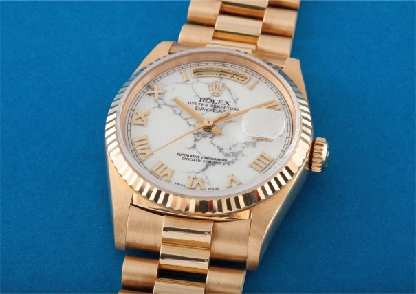 A very rare and unusual yellow gold automatic calendar wristwatch with centre seconds, bracelet and marble hard stone dial