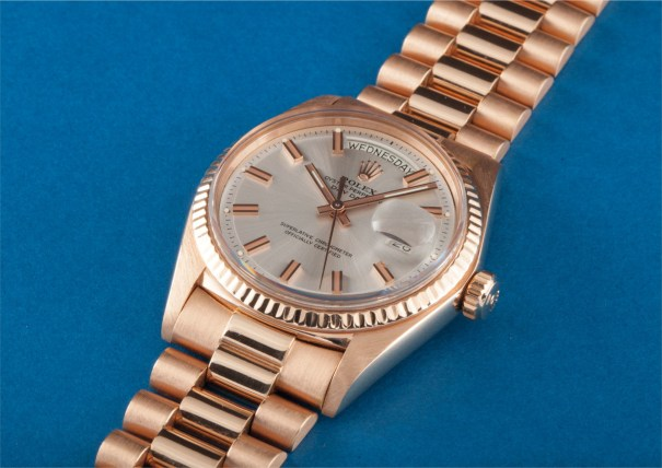 A rare pink gold calendar wristwatch with bracelet and centre seconds