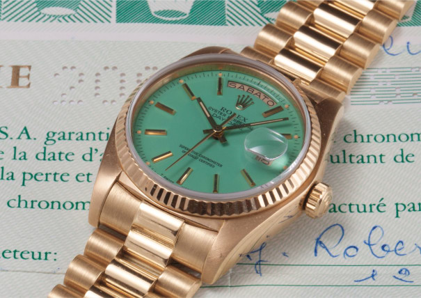 """A rare and attractive yellow gold calendar wristwatch with bracelet, centre seconds, turquoise lacquered """"Stella"""" dial, original guarantee and box"""