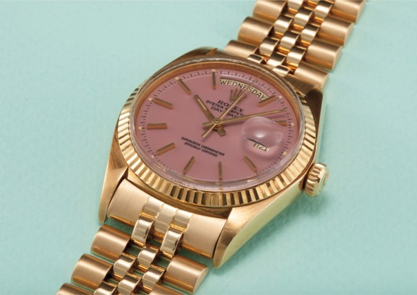 "A very rare and captivating yellow gold calendar wristwatch with bracelet, centre seconds and lilac lacquered ""Stella"" dial"