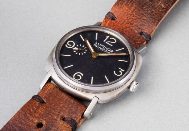 An extremely rare and oversized 8-days diver's wristwatch with glazed back, black dial and subsidiary seconds