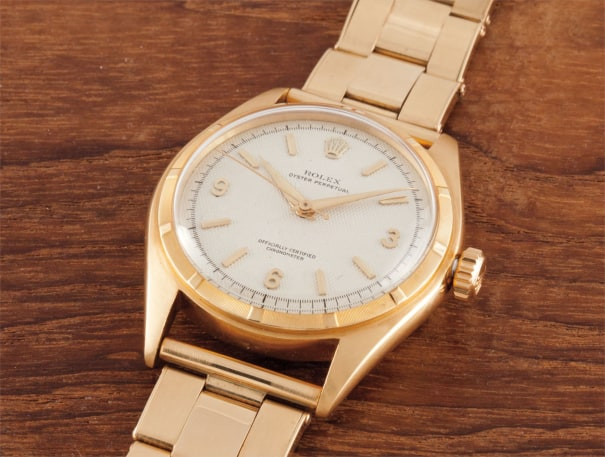 A very fine and very rare yellow gold wristwatch with centre seconds, bracelet and honeycomb dial