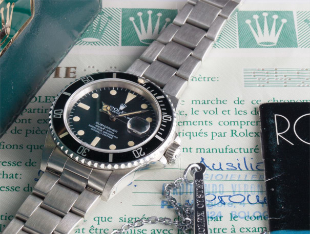 A rare stainless steel wristwatch with centre seconds, date and bracelet