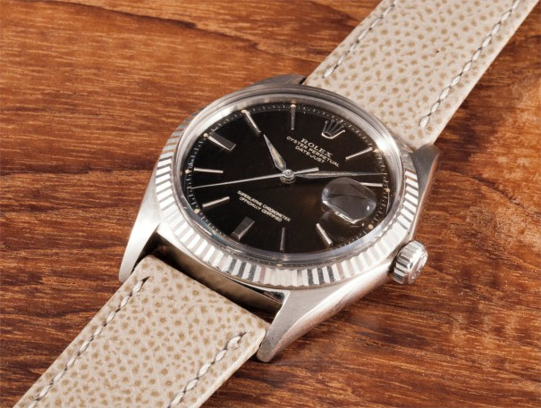 """A very fine and rare white gold wristwatch with date and """"Tropical"""" dial"""