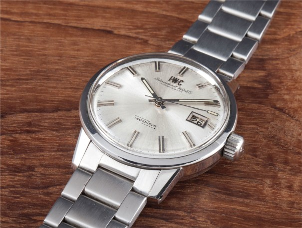 A fine and rare stainless steel anti-magnetic wristwatch with centre seconds, date and bracelet