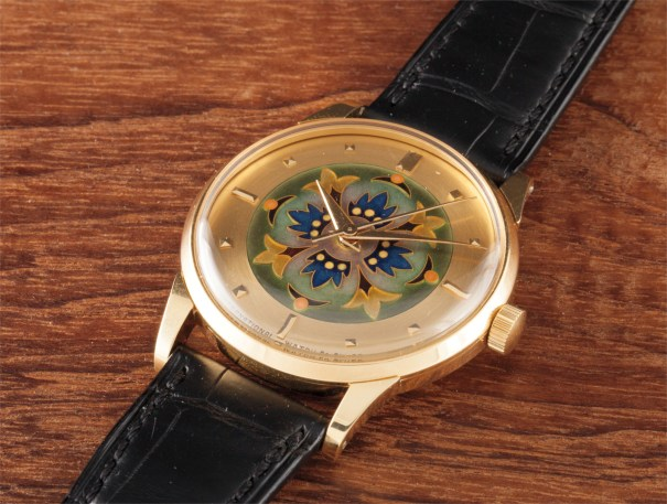 A fine and very rare yellow wristwatch with cloisonné dial