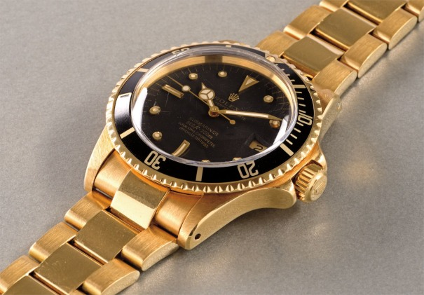 A very well preserved and attractive yellow gold wristwatch with date, center seconds and bracelet