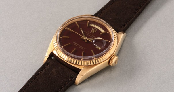 "A very fine and highly attractive yellow gold calendar wristwatch with center seconds and ""chestnut""  colored lacquered ""Stella"" dial"