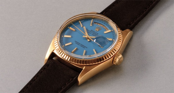 """A very fine and rare yellow gold calendar wristwatch with light blue colored lacquered """"Stella"""" dial"""