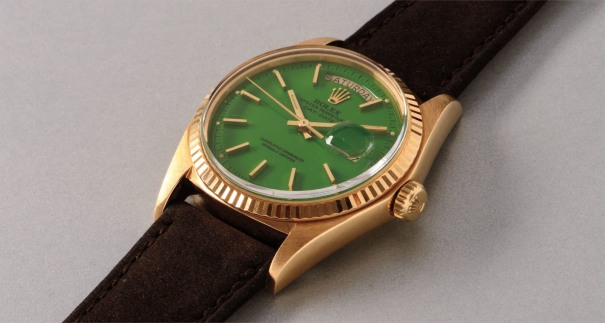 "A very fine and rare yellow gold calendar wristwatch with center seconds and pistachio-colored lacquered ""Stella"" dial"