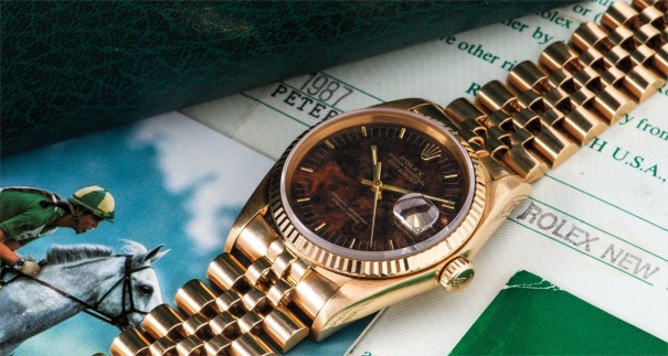 A superb and rare yellow gold wristwatch with wood dial, date, bracelet, presentation box, guarantee and hangtags