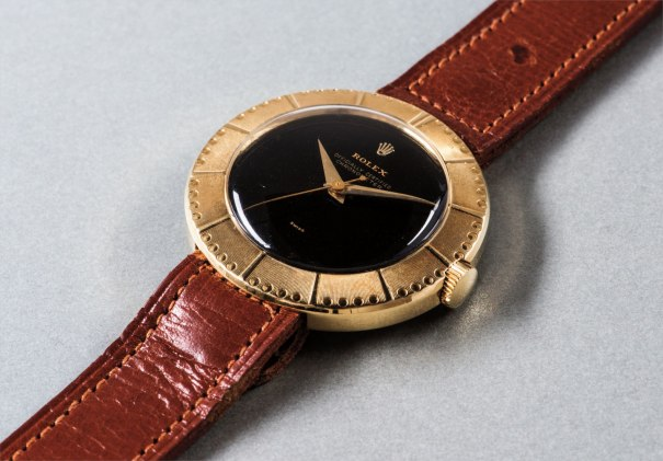A fine and rare yellow gold center seconds wristwatch with black dial