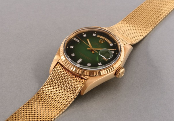 A fine and rare yellow gold and diamond-set calendar wristwatch with center seconds, green lacquer dégradé dial and bracelet