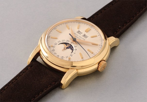 """A very fine and extremely rare yellow gold perpetual calendar wristwatch with phases of the moon, screw-back, center seconds and """"no-circle"""" dial"""