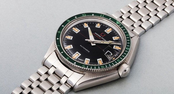 A fine and attractive stainless steel wristwatch with date, bracelet, green bezel and 3 spare bezels