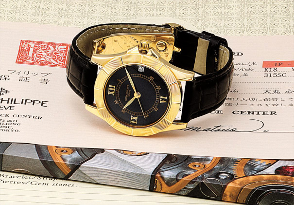 A fine yellow gold wristwatch with sweep centre seconds and date