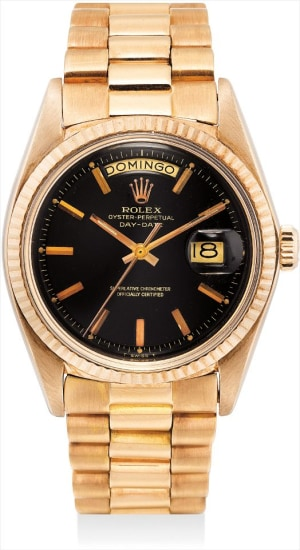 A fine and rare pink gold calendar wristwatch with sweep centre seconds, day in Spanish, black lacquer dial, bracelet and guarantee