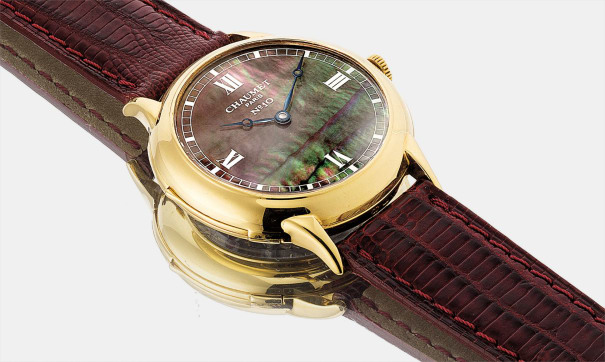 A fine and rare yellow gold minute repeating wristwatch with mother-of-pearl dial