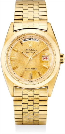A fine and rare yellow gold calendar wristwatch with sweep centre seconds and original textured bracelet