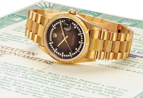 A fine and rare yellow gold and diamond-set calendar wristwatch with sweep centre seconds, brown dégradé dial, bracelet and guarantee