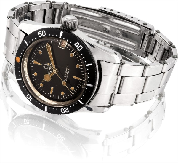 An attractive stainless steel wristwatch with date, black lacquer dial and bracelet