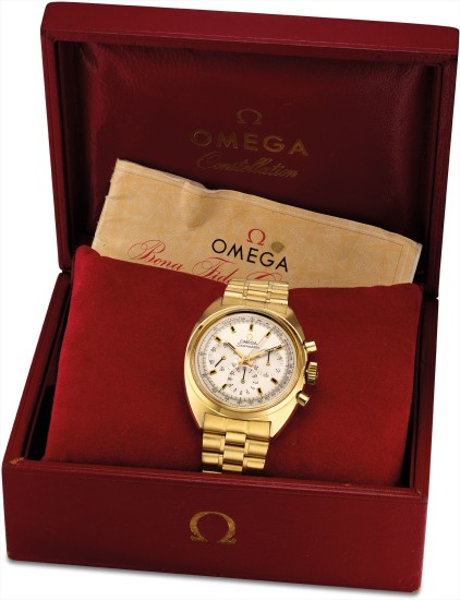 A fine and rare yellow gold chronograph wristwatch with bracelet, original guarantee and fitted presentation box