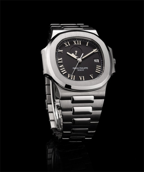 A fine stainless steel bracelet watch with sweep centre seconds, date and power reserve