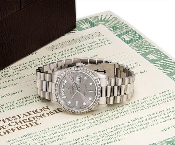 A very fine and rare platinum and diamond-set calendar wristwatch with bracelet, original guarantee and fitted presentation box