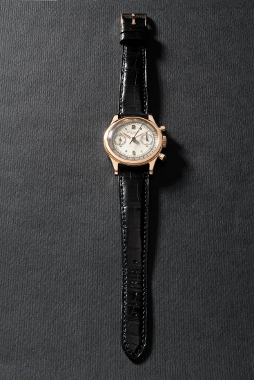 An extremely rare and highly attractive pink gold chronograph wristwatch with two-tone dial and tachymeter scale