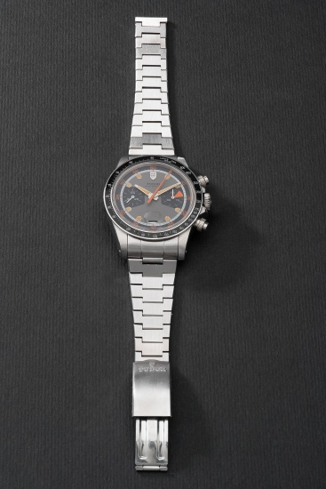 A fine and very rare stainless steel chronograph wristwatch with date and bracelet