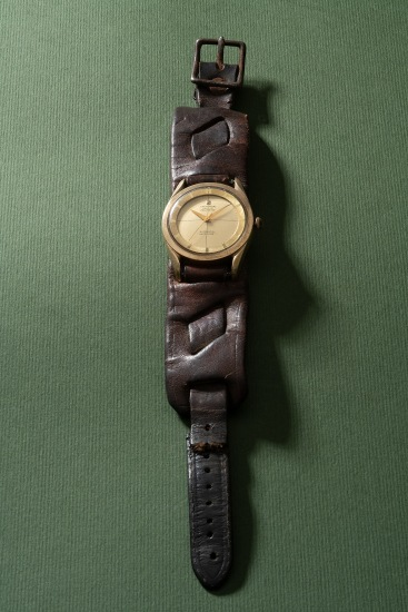 A very rare and historically interesting yellow gold-plated stainless steel wristwatch with sweep center seconds and a letter of provenance, formerly owned by legendary actor and martial artist Bruce Lee