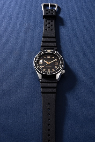 A fine and rare stainless steel diver's wristwatch with date and sweep center seconds