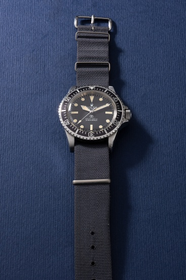 A very attractive and highly rare stainless steel military wristwatch with revolving bezel, fixed bar lugs and military engravings, made for the British Military