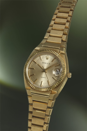 A fine and very rare yellow gold tonneau-shaped wristwatch with sweep centre seconds, date and bracelet