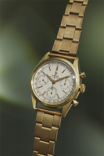 An especially fine, incredibly rare and highly attractive 14k yellow gold chronograph wristwatch with 'grainé' white dial and bracelet