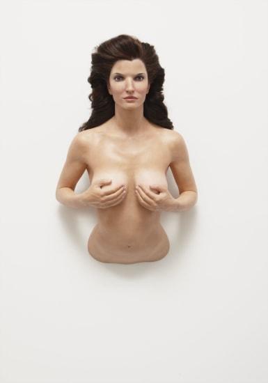 Маурицио Каттелан «Стефани» Выполнена в 2003 году. Цветной пигмент, воск, синтетические волосы, стекло, металл, 110 x 64,9 x 42,1 см