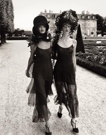 Walking in Paris, Linda Evangelista & Kristen McMenamy, Vogue, October