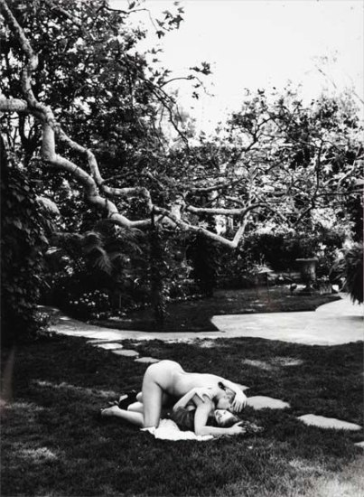 Helmut Newton - In Robert's Garden, Beverly Hills, 1991