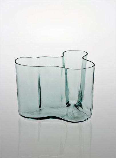 Early vase, model no. 9750, from the 'Eskimoerindens skinnbuxa' sketch series
