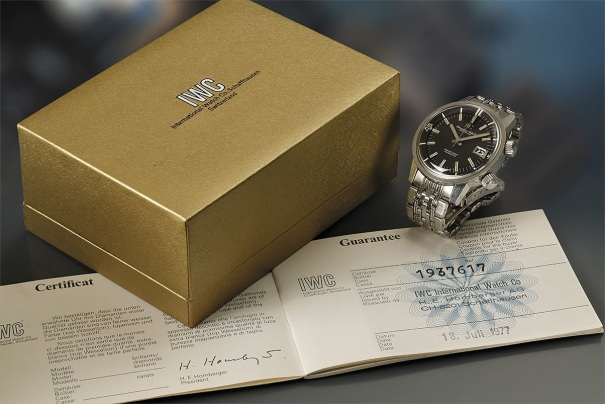 A highly attractive and well-preserved stainless steel wristwatch with center seconds, date aperture and bracelet.